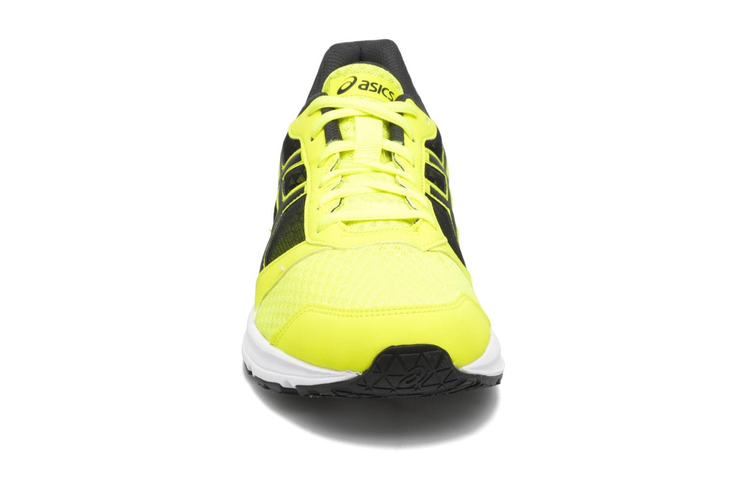 Sport shoes Asics Patriot 8 Yellow model view