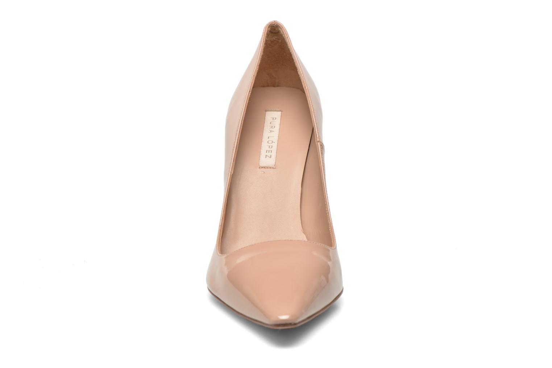 Zapatos de tacón Pura Lopez Mariela Beige vista del modelo