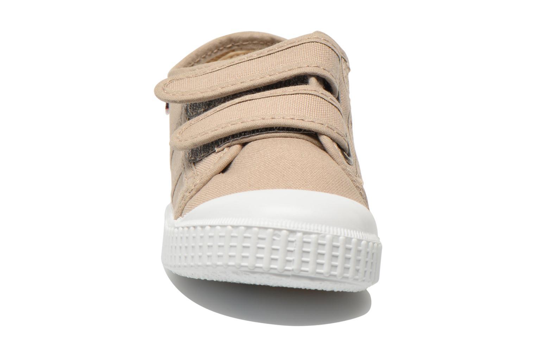 Baskets Victoria Basket lona Dos Velcos Beige vue portées chaussures