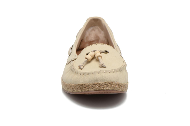 Slipper UGG Suzette beige schuhe getragen