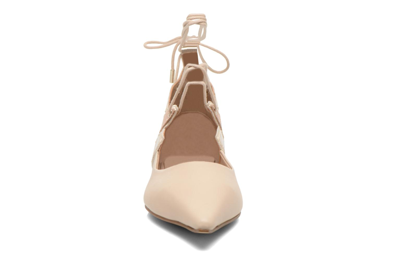 Ballerines Aldo NITIS Beige vue portées chaussures