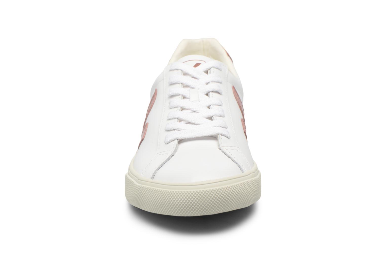 Sneakers Veja Esplar Low Viola modello indossato