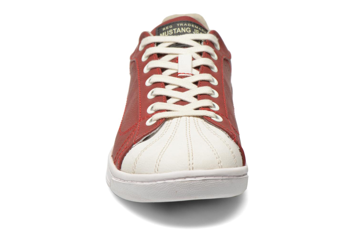 Sneakers Mustang shoes Walala Rosso modello indossato
