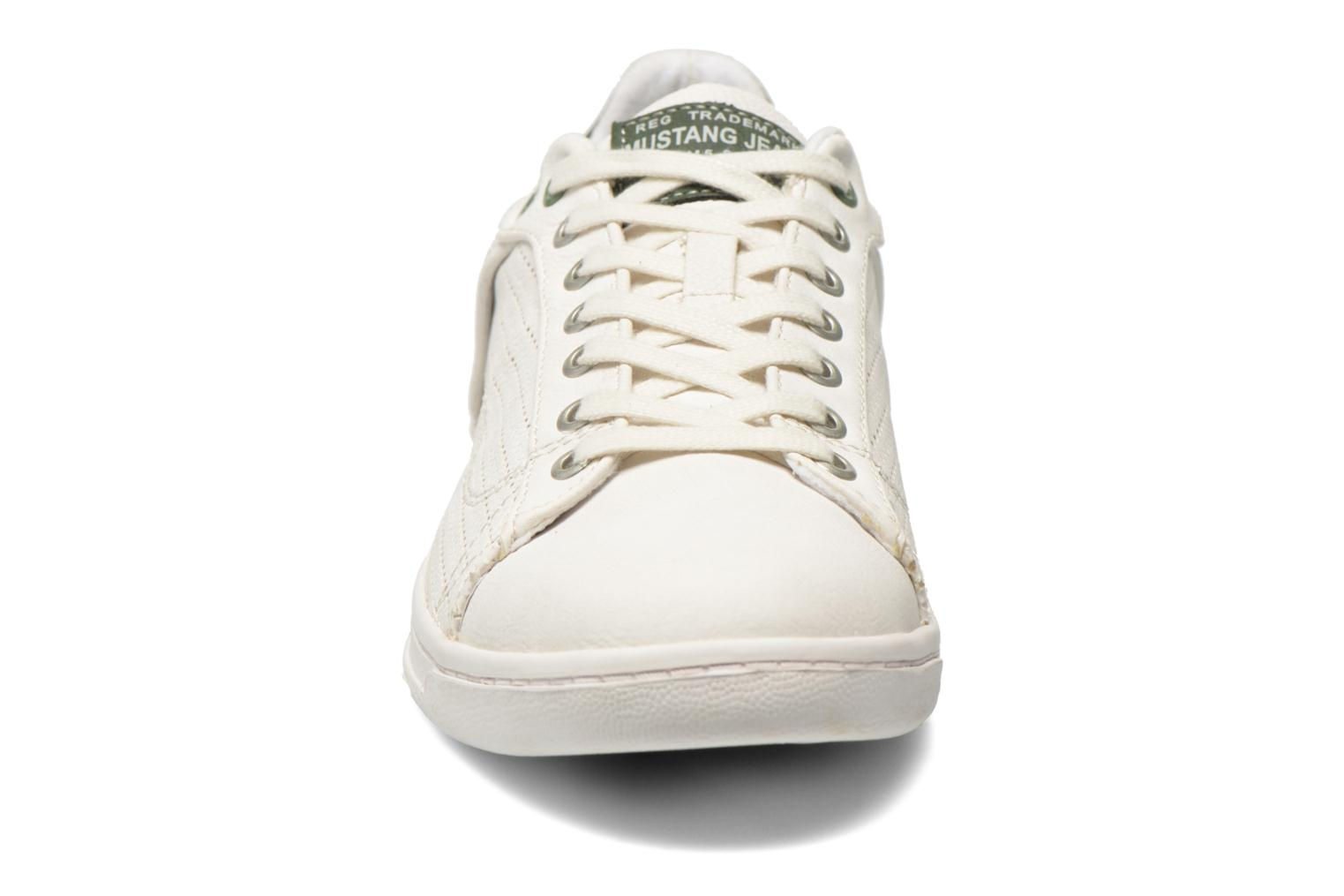 Baskets Mustang shoes Walala 2 Blanc vue portées chaussures