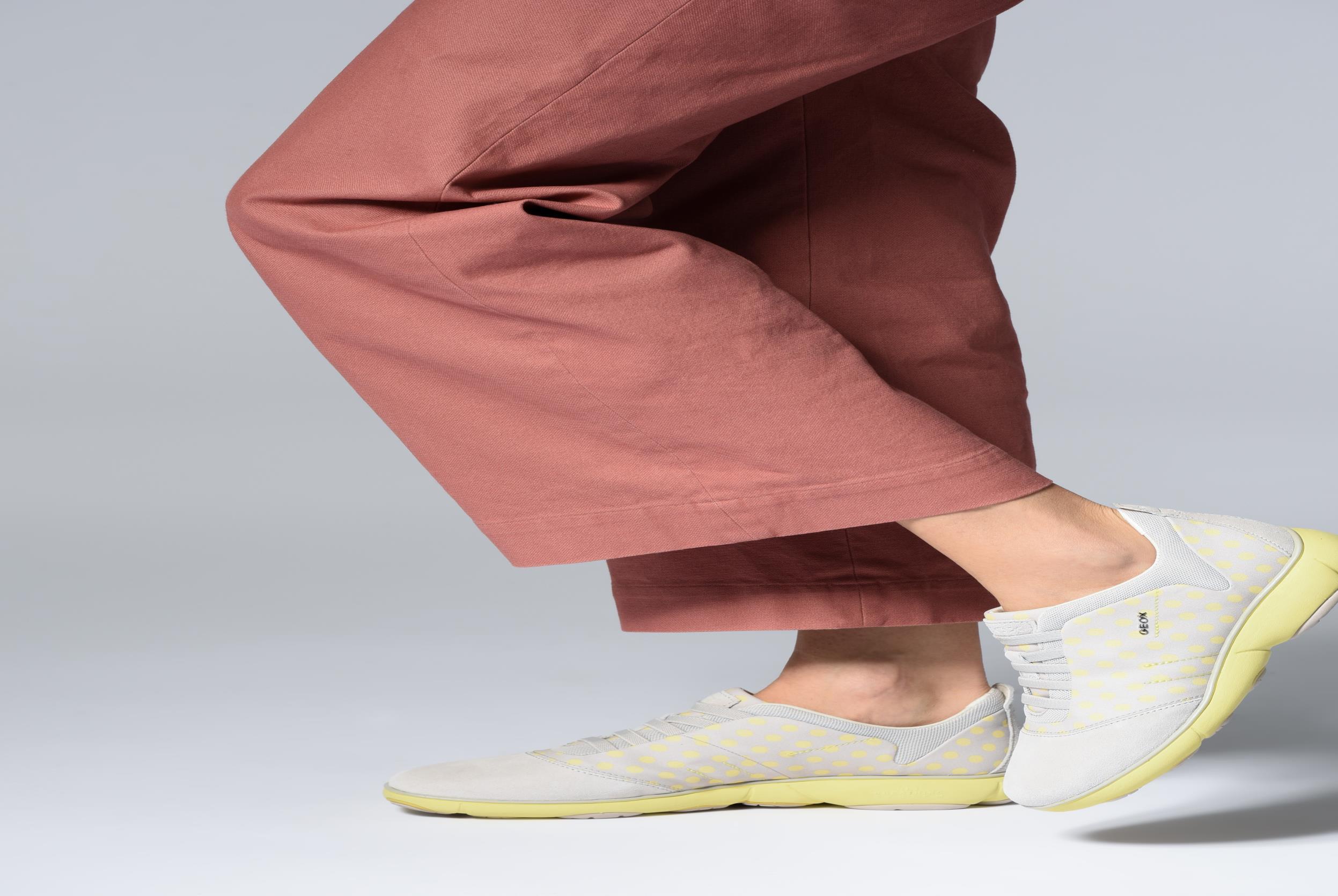 Sneakers Geox D NEBULA A D621EA Zwart onder