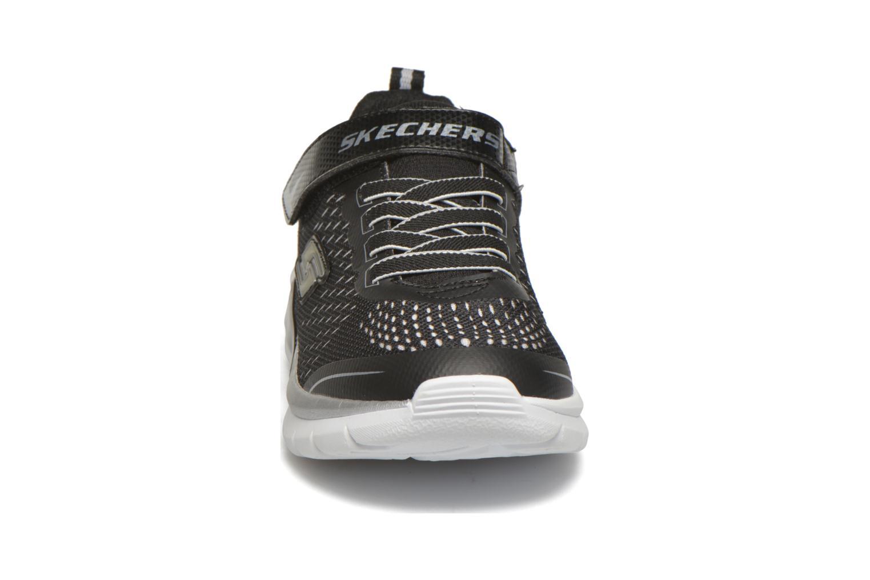 Baskets Skechers Erupters II Lava Arc Noir vue portées chaussures