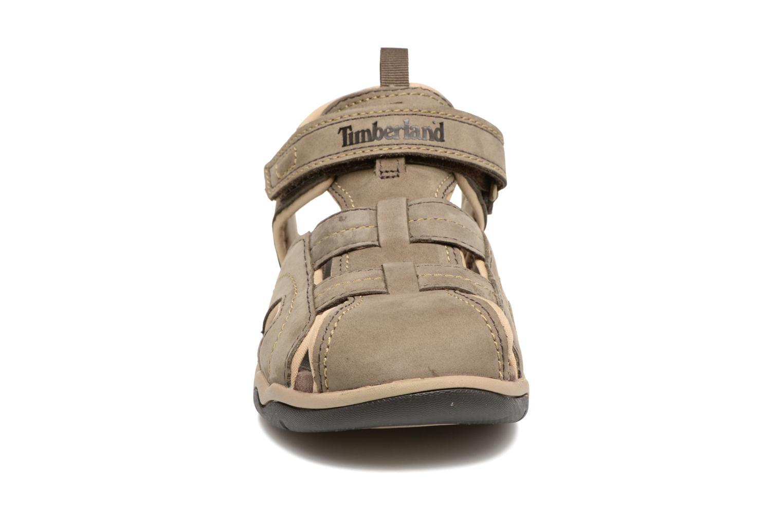 Sandali e scarpe aperte Timberland Oak Bluffs Leather Fisher Grigio modello indossato