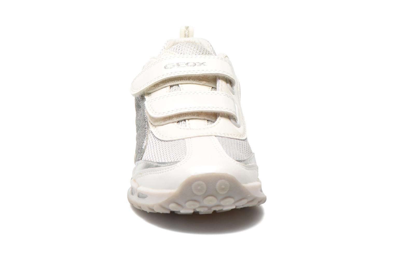 Baskets Geox J Shuttle G. A J6206A Blanc vue portées chaussures