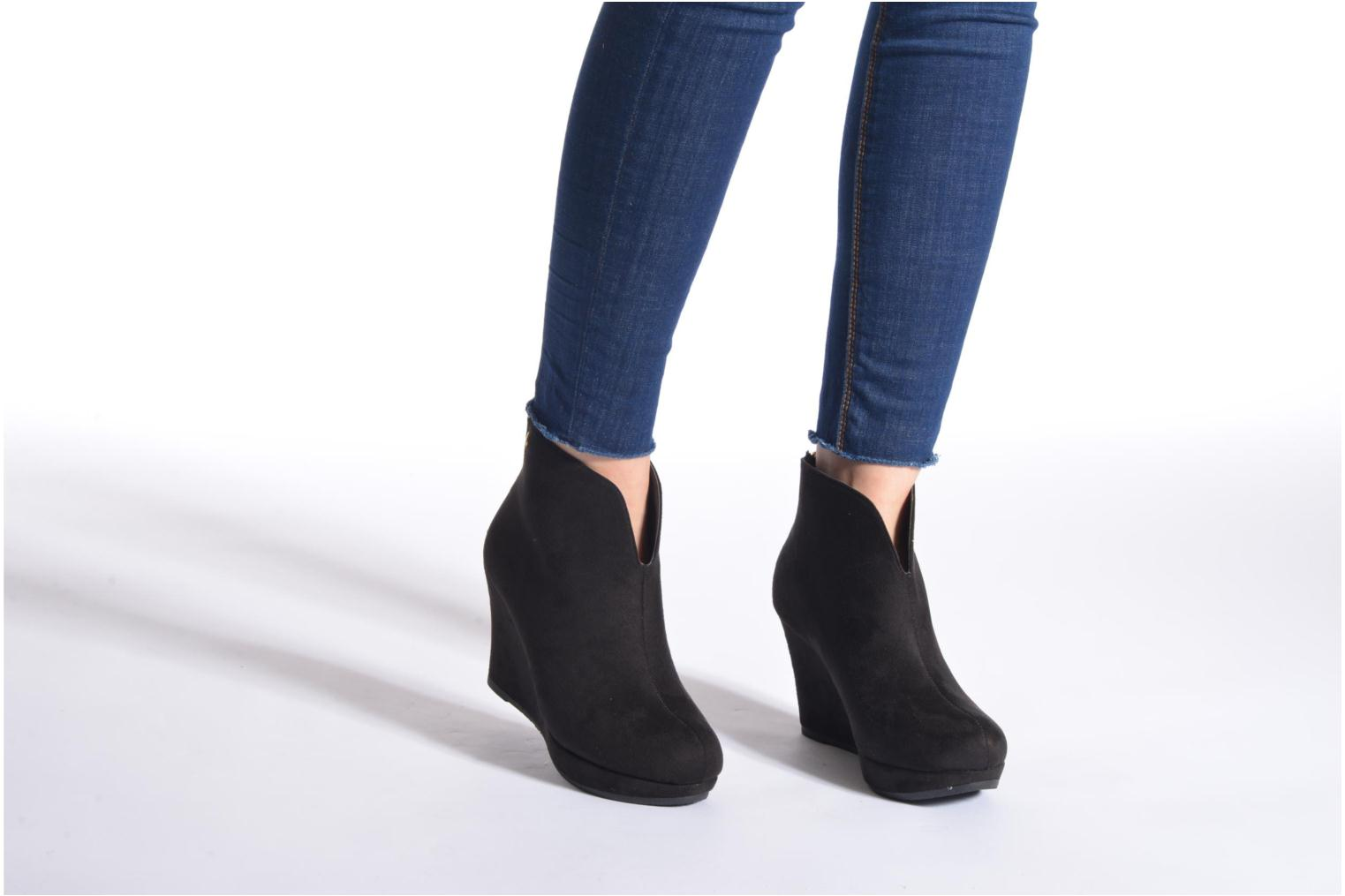 Ankle boots Xti Kinolo Black view from underneath / model view