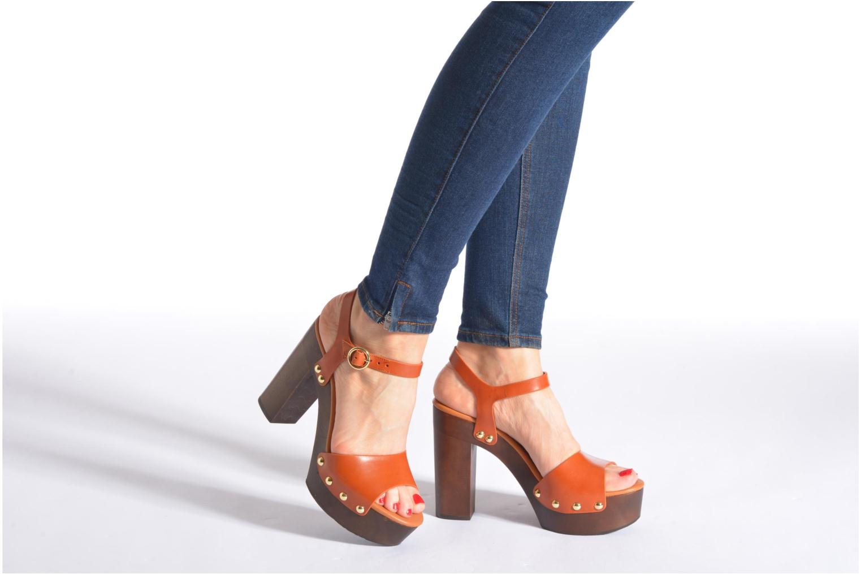 Sandalen What For Tima braun ansicht von unten / tasche getragen