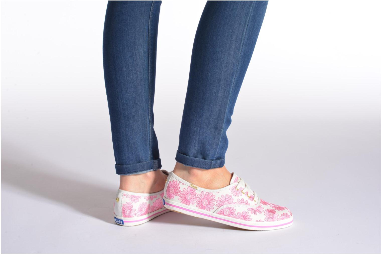 Sneaker Keds Ch Daisy Embroidery rosa ansicht von unten / tasche getragen