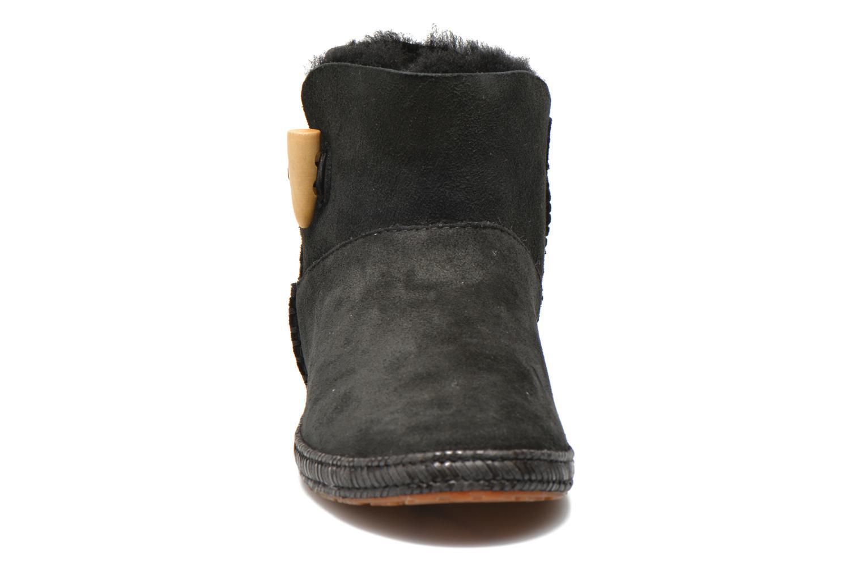 Bottines et boots UGG K Wyoming Noir vue portées chaussures
