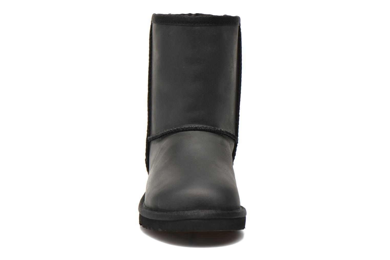 Stivali UGG K Classic Short Deco Nero modello indossato