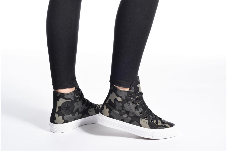 Sneaker Converse Chuck Taylor All Star II Hi W schwarz ansicht von unten / tasche getragen