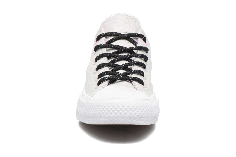 Baskets Converse Chuck Taylor All Star II Ox W Gris vue portées chaussures