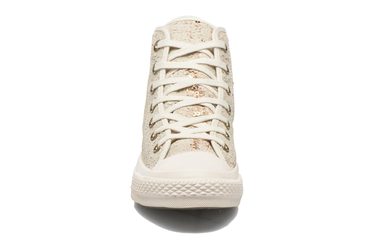 Baskets Converse Chuck Taylor All Star Distressed Sequin Beige vue portées chaussures