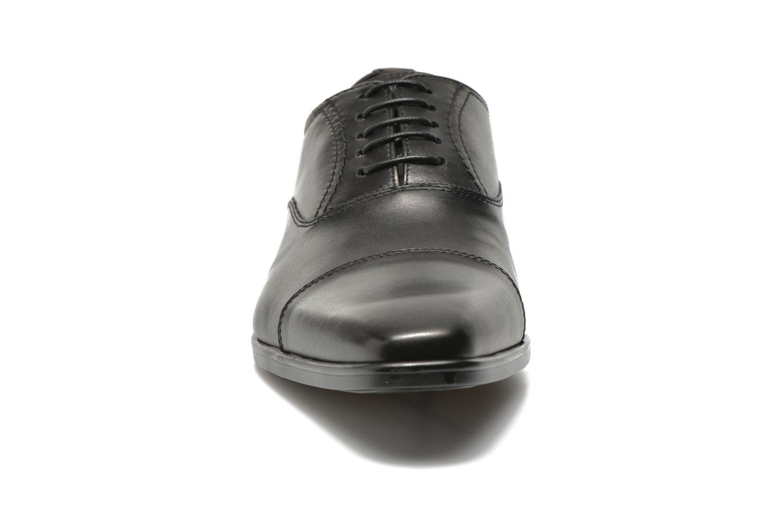 Zapatos con cordones San Marina Regaliz Negro vista del modelo