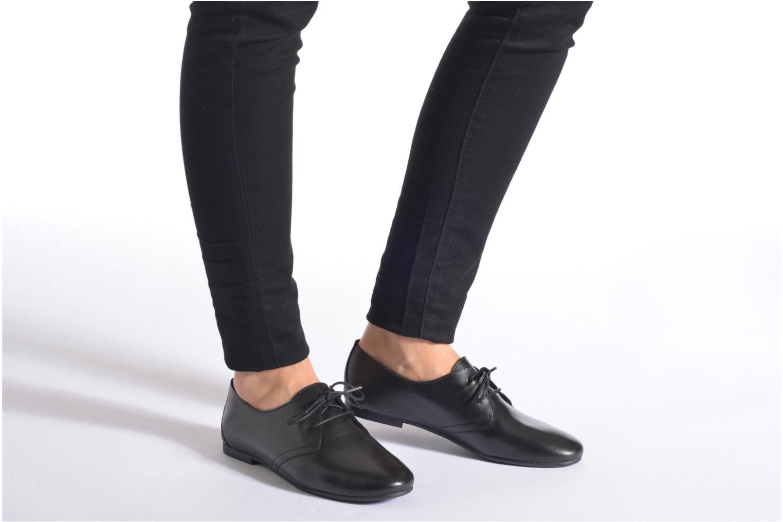Chaussures à lacets André New Filou Noir vue bas / vue portée sac