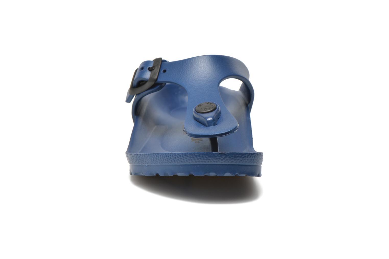 Sandales et nu-pieds Birkenstock Gizeh EVA Bleu vue portées chaussures