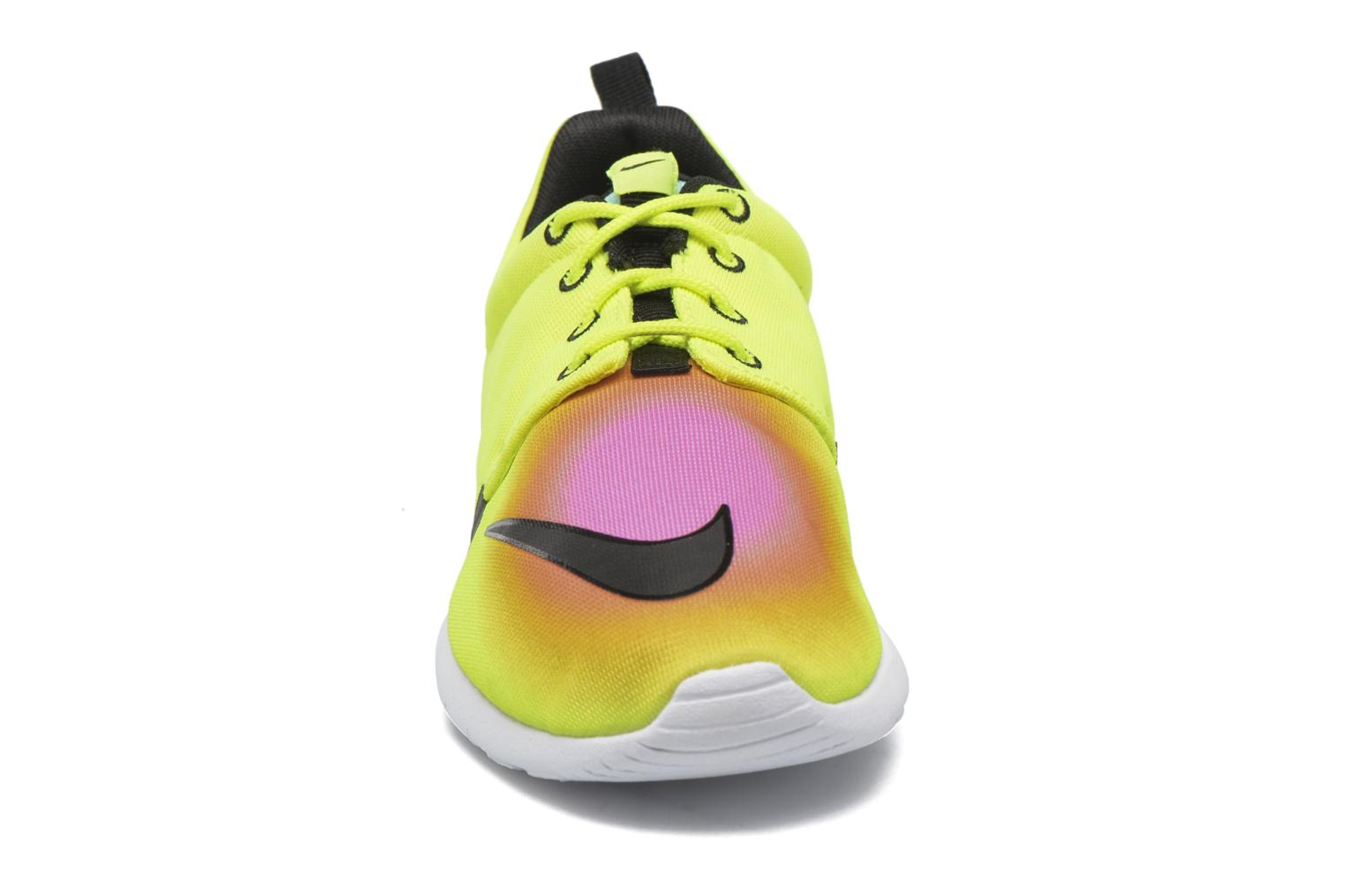 Baskets Nike Nike Roshe One Fb (Gs) Jaune vue portées chaussures