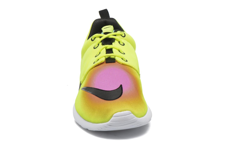 Baskets Nike Nike Roshe One Fb (Gs) Jaune vue portées chaussures