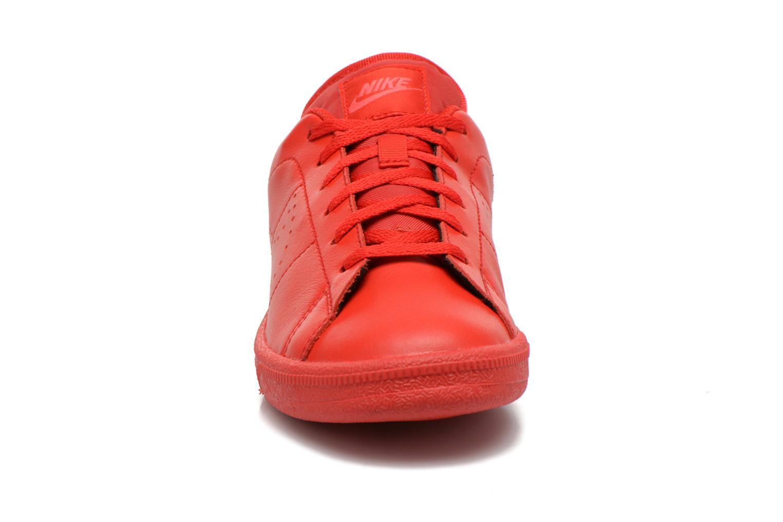 Baskets Nike Tennis Classic Prm (Gs) Rouge vue portées chaussures