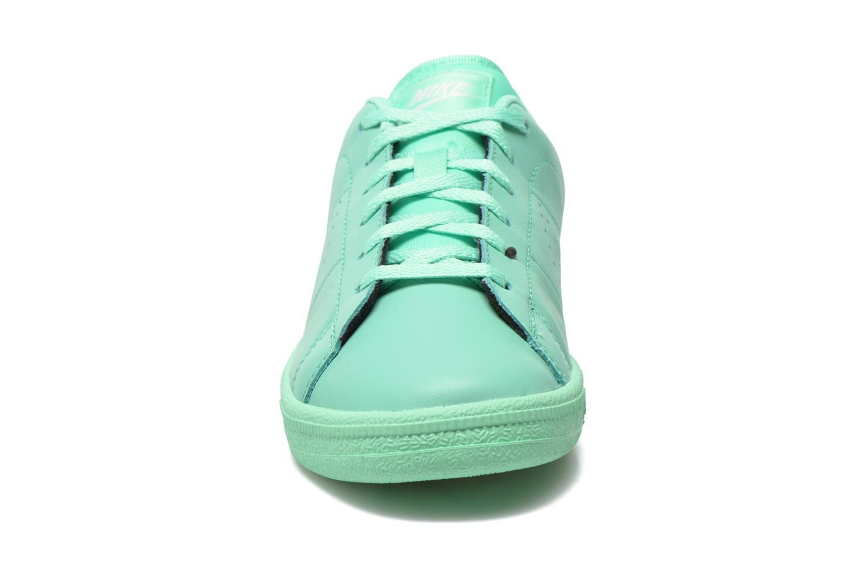 Sneakers Nike Tennis Classic Prm (Gs) Verde modello indossato