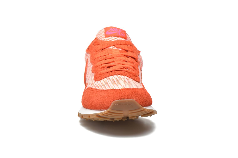 Baskets Nike W Nike Air Pegasus '83 Orange vue portées chaussures