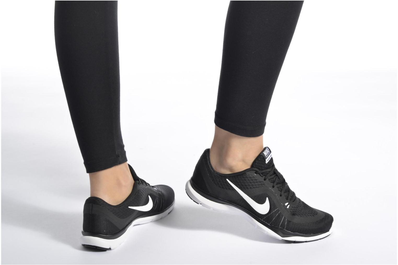 Sportschuhe Nike Wmns Nike Flex Trainer 6 schwarz ansicht von unten / tasche getragen