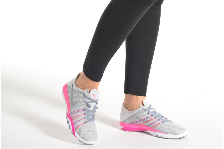 Chaussures de sport Nike Wmns Nike Free Tr 6 Gris vue bas / vue portée sac