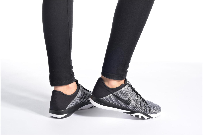 Chaussures de sport Nike Wmns Nike Free Tr 6 Prt Noir vue bas / vue portée sac