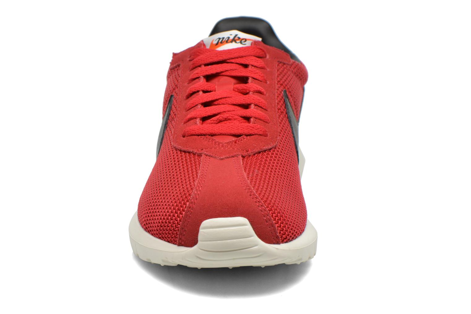 Baskets Nike Nike Roshe Ld-1000 Rouge vue portées chaussures