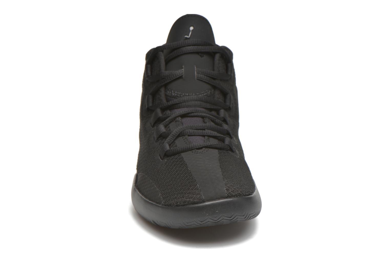 Sneakers Jordan Jordan Reveal Bg Nero modello indossato