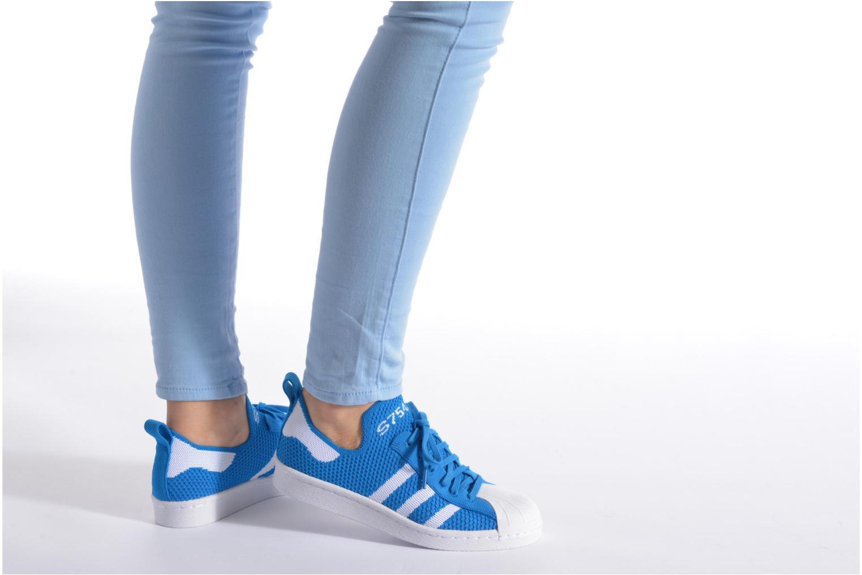 Sneaker Adidas Originals Superstar 80S PK W blau ansicht von unten / tasche getragen