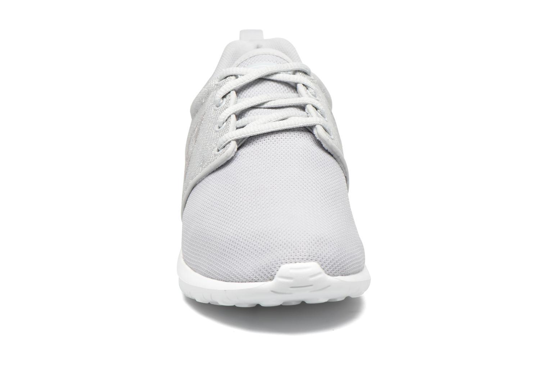 Baskets Le Coq Sportif Dynacomf W Glitter Gris vue portées chaussures