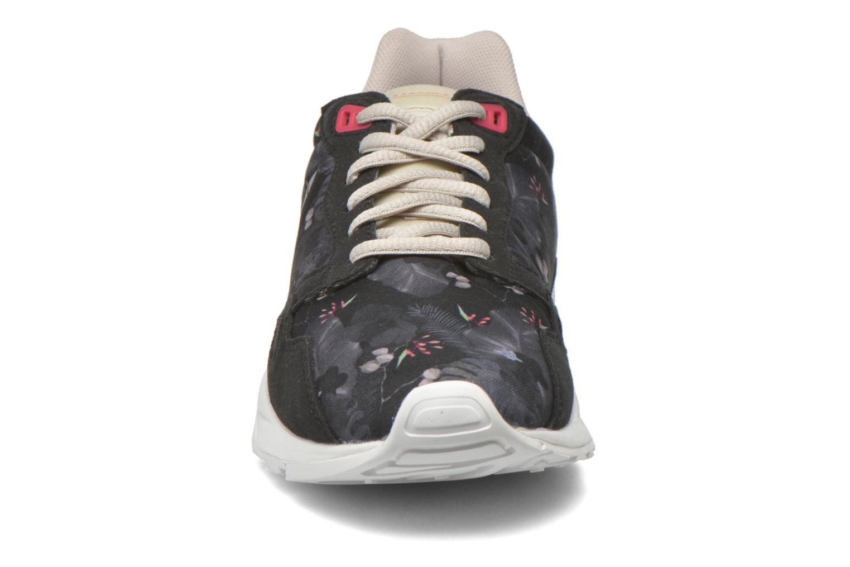 Sneakers Le Coq Sportif Lcs R900 W Winter Floral Nero modello indossato
