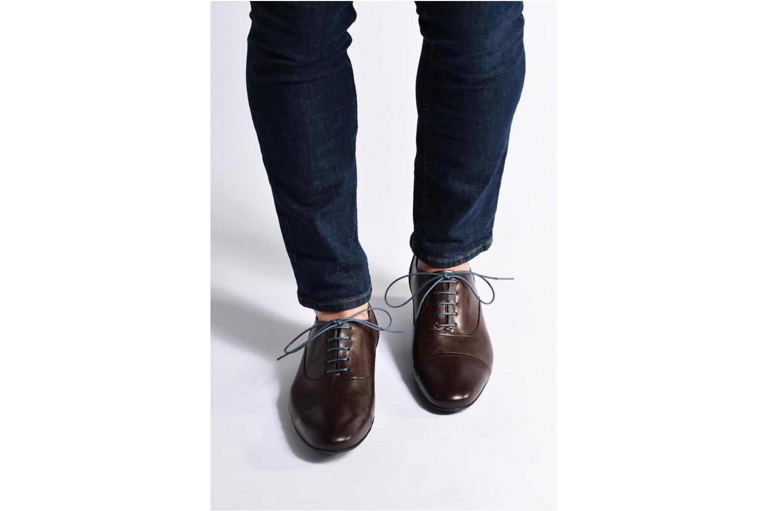 Lace-up shoes Mr SARENZA Nathan Brown view from underneath / model view