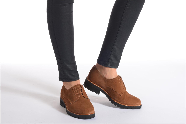 Chaussures à lacets Aldo Cadaen Marron vue bas / vue portée sac