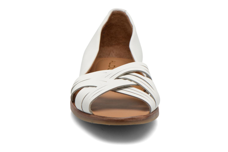 Ballerines Aldo Freddana Blanc vue portées chaussures