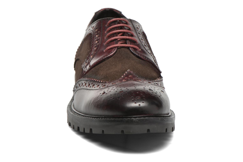 Chaussures à lacets Base London Conflict Bordeaux vue portées chaussures