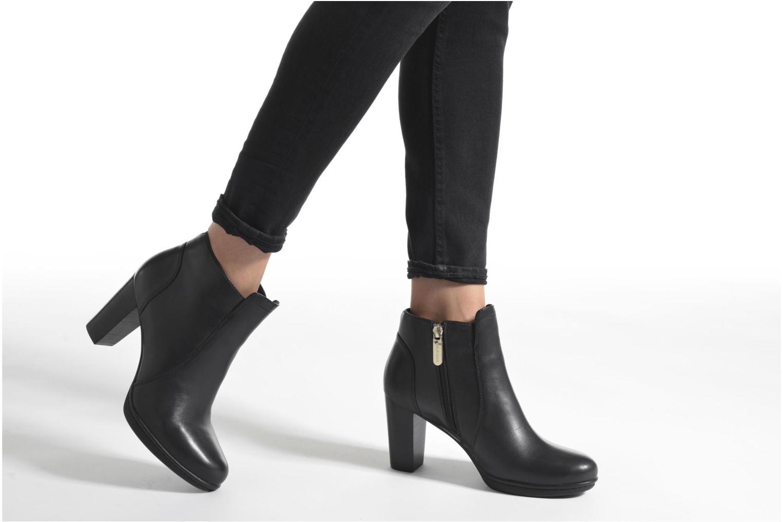 Bottines et boots Tommy Hilfiger JAKIMA 8A Noir vue bas / vue portée sac