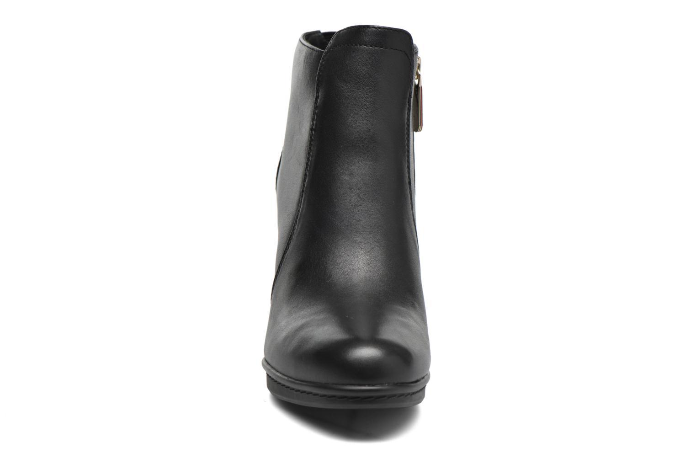Bottines et boots Tommy Hilfiger JAKIMA 8A Noir vue portées chaussures
