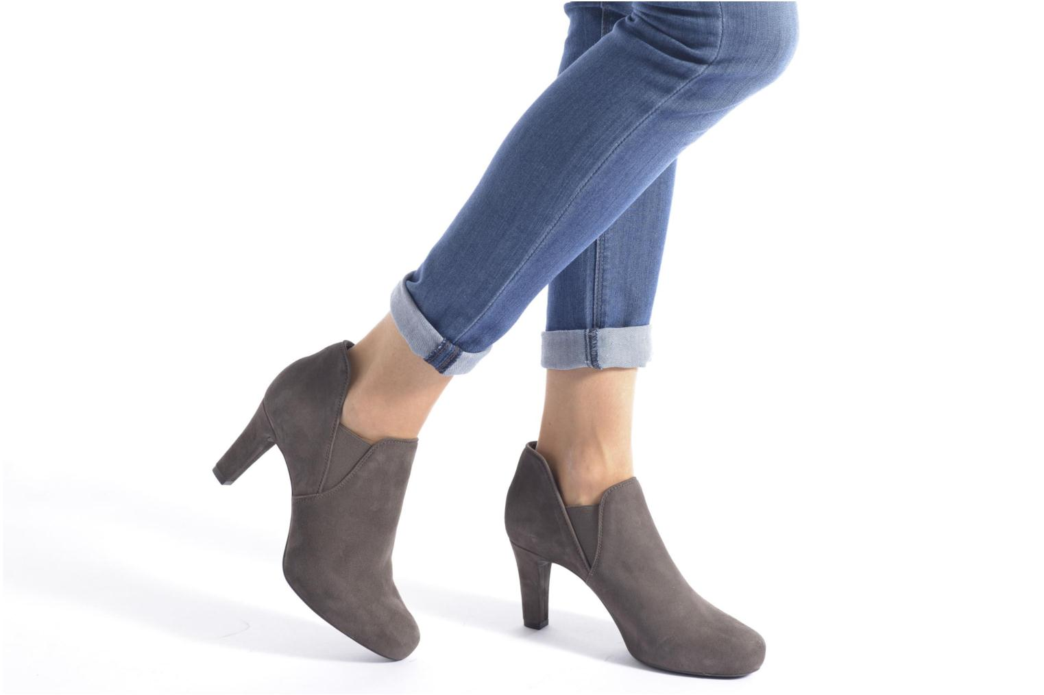 Ankle boots Unisa Nepu Grey view from underneath / model view