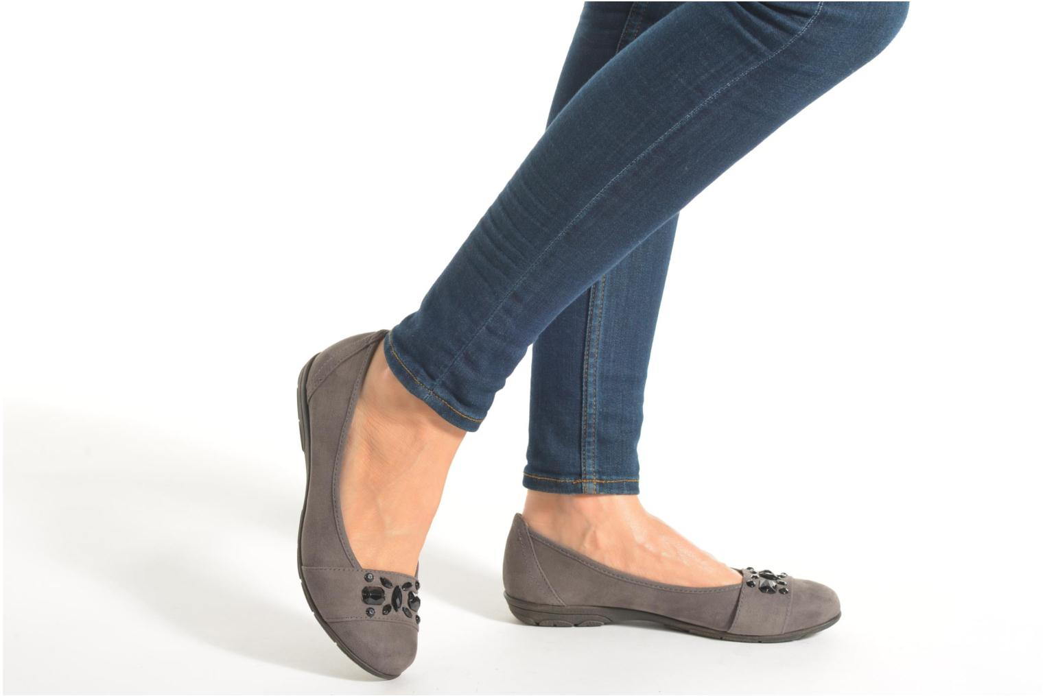 Ballet pumps Jana shoes Ammi Grey view from underneath / model view