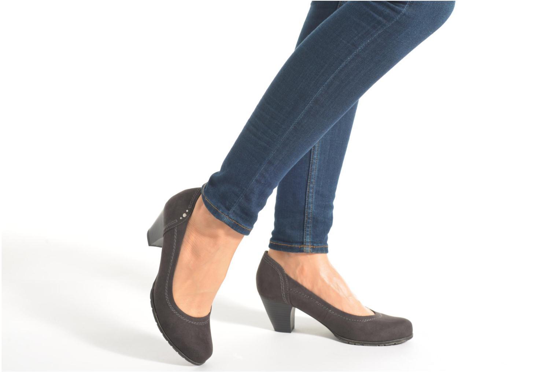 Pumps Jana shoes Jiveo 2 blau ansicht von unten / tasche getragen