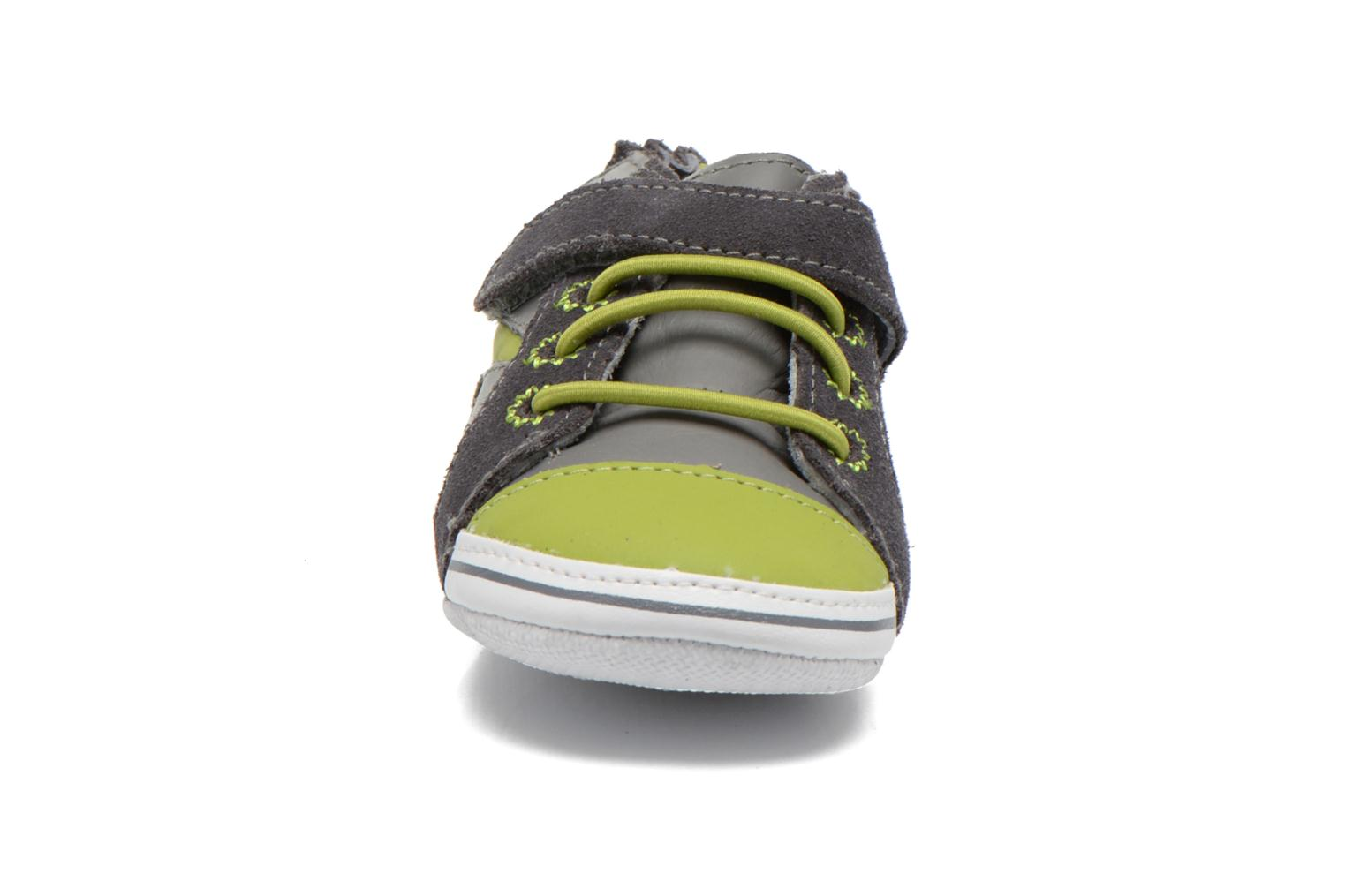 Chaussons Robeez Luckie start Gris vue portées chaussures
