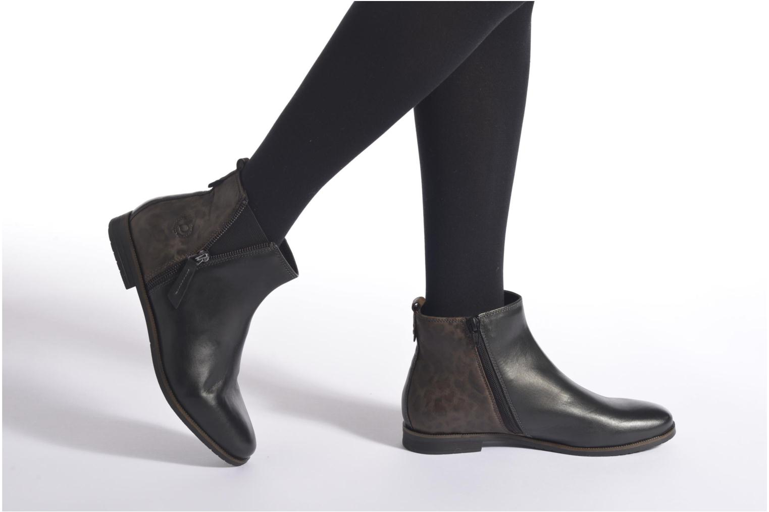Ankle boots Bugatti Faith Black view from underneath / model view