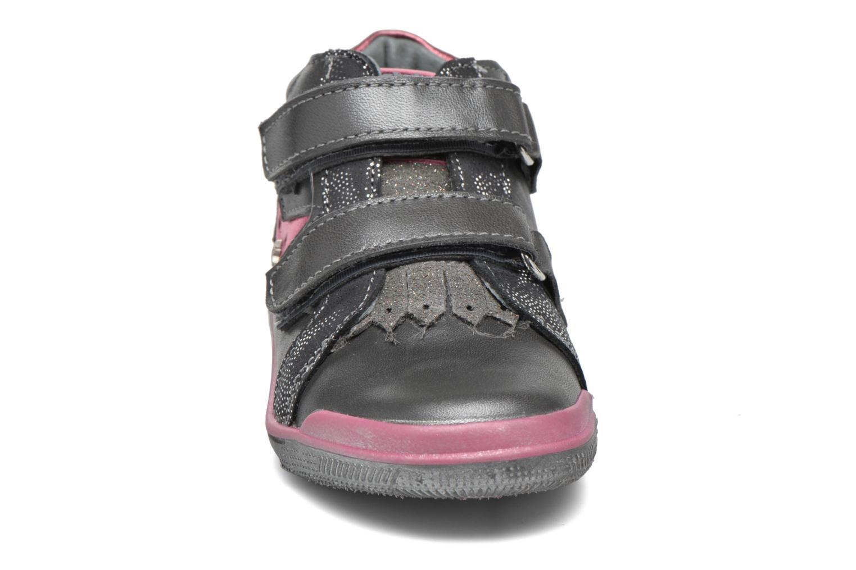 Sneaker Babybotte Avenir grau schuhe getragen