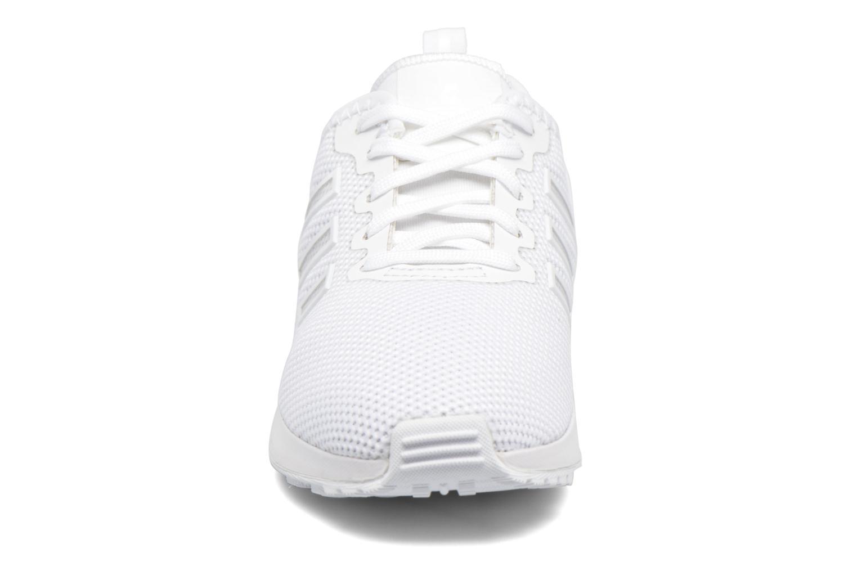 Baskets Adidas Originals Zx Flux Adv C Blanc vue portées chaussures