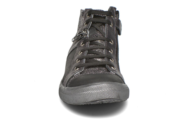 Sneakers Achile Kami Nero modello indossato